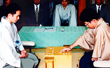 8-9 พฤษภาคม 2000: The 58th Meijin Shogi Tournament.